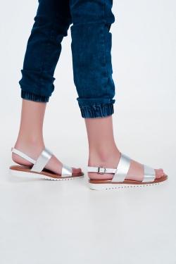 Platte leren sandalen in zilver