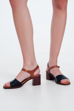 Zwarte sandalen met blokhak en enkelsluiting