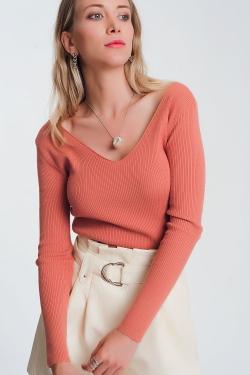 Gebreide trui in roze met V-hals op de achterkant